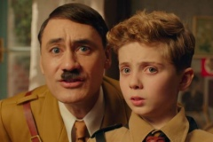 Taika Waititi (Hitler) e Roman Griffin Davis (Jojo)